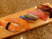 魚河岸 サーモン、生鯵、大海老、中とろ、鰻の5品のセット。