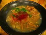 新広島ラーメン 牡蠣を使った塩ラーメン。ベースは鹿児島地鶏と豚の肉汁。 ハマグリやアサリのスープも 少し混ぜてある。スープと麺、トッピングのバランスが良い。
